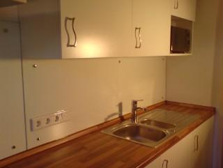 fliesenspiegel aus glas mit einem fliesenspiegel aus glas moderne akzente setzen glaserei. Black Bedroom Furniture Sets. Home Design Ideas